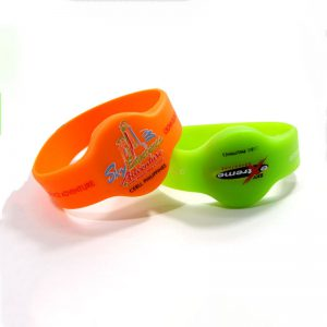 debossed-silicone-wristbands-rfid-wristband-for-amusement-2