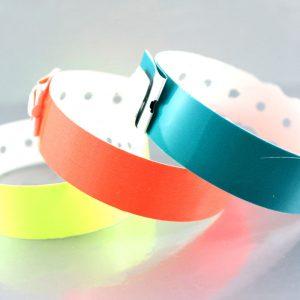 easy-to-use-adjustable-rfid-plastic-wristband-3