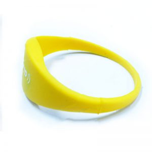 variable-data-wristbands-rfid-wristband-locker-key